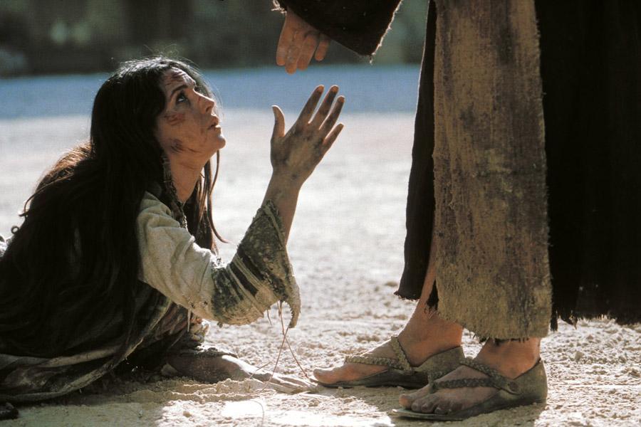 Jezus i kobieta złapana na cudzołóstwie, Pasja 2004