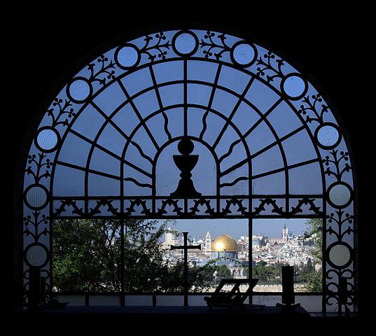 Widok z Kościoła Dominus flevit na Wzgórze Świątynne w Jerozolimie